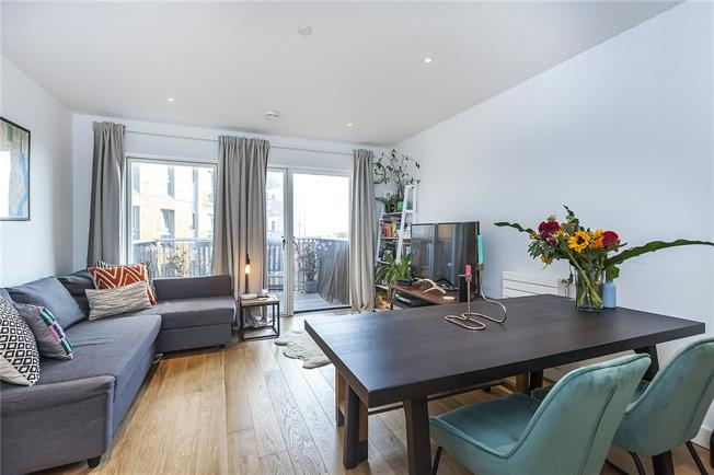 Asking Price £350,000, 1 Bedroom Flat For Sale in London, E16