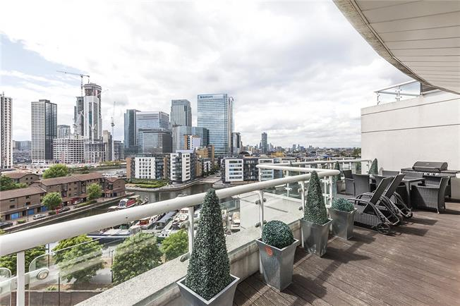 Asking Price £850,000, 3 Bedroom Flat For Sale in London, E14