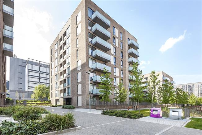 Asking Price £370,000, 1 Bedroom Flat For Sale in London, E14