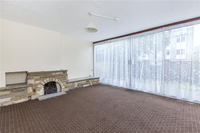 Asking Price £370,000, 3 Bedroom Flat For Sale in London, E14