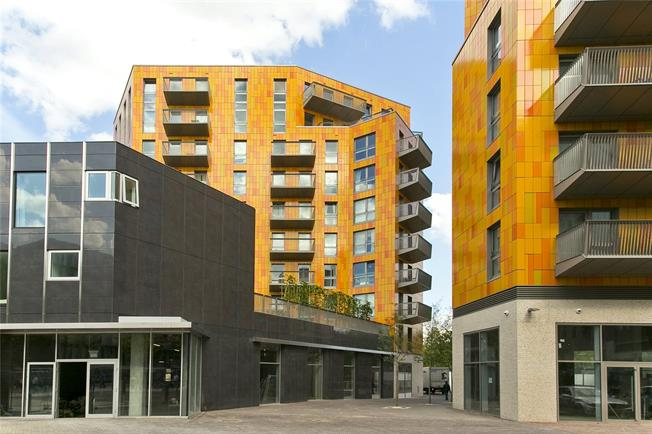 Asking Price £340,000, 1 Bedroom Flat For Sale in London, E16