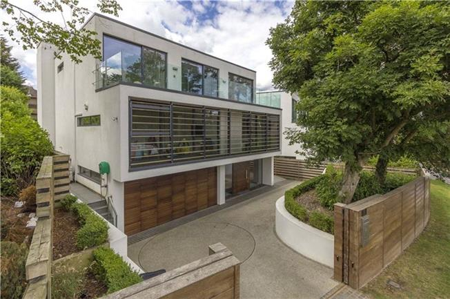 Asking Price £2,499,950, 5 Bedroom Detached House For Sale in Radlett, WD7