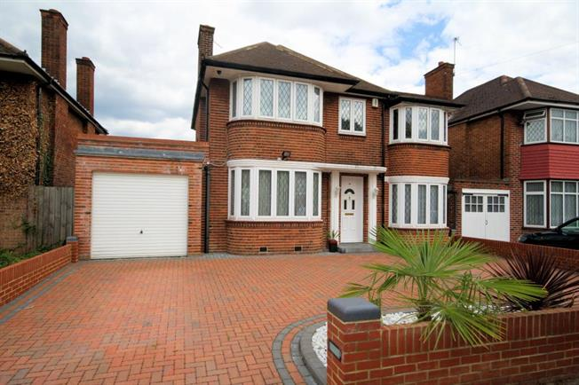 Asking Price £850,000, 4 Bedroom Detached House For Sale in Stanmore, HA7