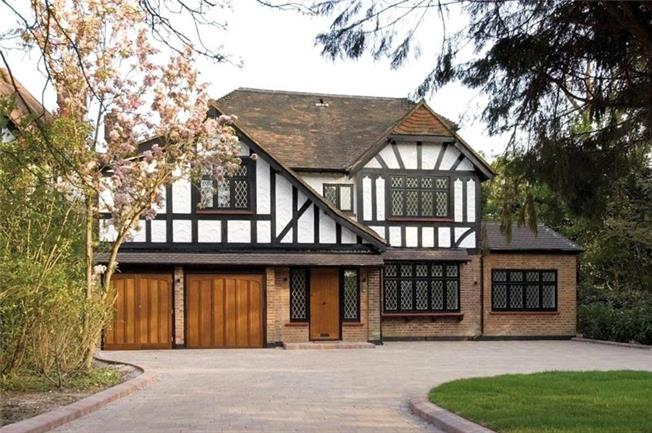 Asking Price £1,895,000, 6 Bedroom Detached House For Sale in Middlesex, HA8