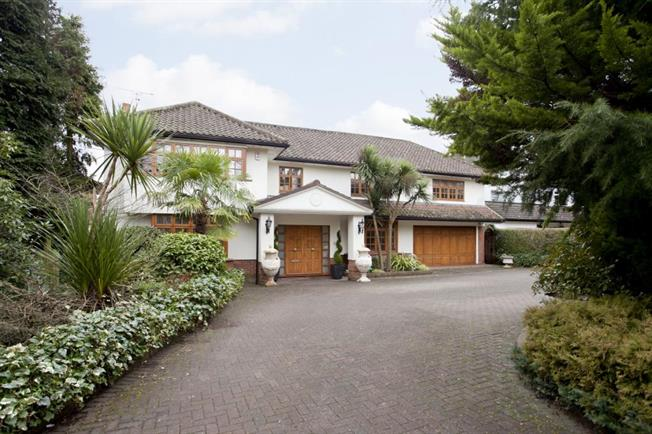 Guide Price £3,250,000, 5 Bedroom Detached House For Sale in Stanmore, HA7