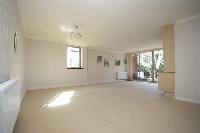 Asking Price £550,000, 3 Bedroom Flat For Sale in Edgware, HA8