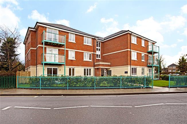 Asking Price £369,950, 2 Bedroom Flat For Sale in Wealdstone, Harrow, HA3