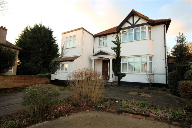 Guide Price £900,000, 4 Bedroom Detached House For Sale in Stanmore, HA7