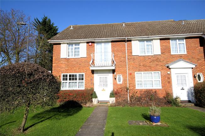 Guide Price £500,000, 3 Bedroom Semi Detached House For Sale in Edgware, HA8