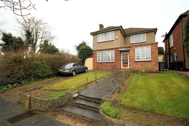 Asking Price £895,000, 3 Bedroom Detached House For Sale in Stanmore, HA7