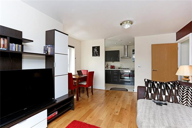 Guide Price £365,000, 2 Bedroom Flat For Sale in Wealdstone, HA3