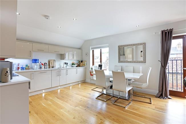 Asking Price £395,000, 2 Bedroom Flat For Sale in Bushey, WD23