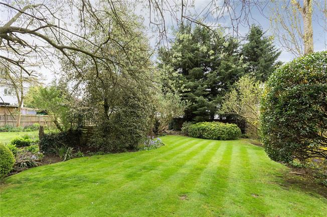 Asking Price £1,500,000, 4 Bedroom Detached House For Sale in Pinner, HA5
