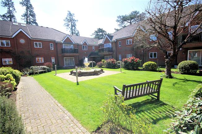Asking Price £599,950, 3 Bedroom Flat For Sale in Bushey Heath, WD23