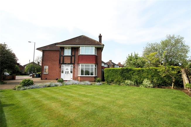 Asking Price £825,000, 3 Bedroom Detached House For Sale in Stanmore, HA7