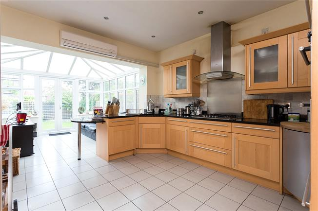 Asking Price £1,385,000, 6 Bedroom Detached House For Sale in Middlesex, HA7