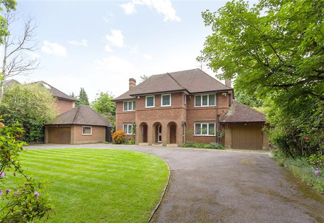Asking Price £2,800,000, 4 Bedroom Detached House For Sale in Stanmore, HA7