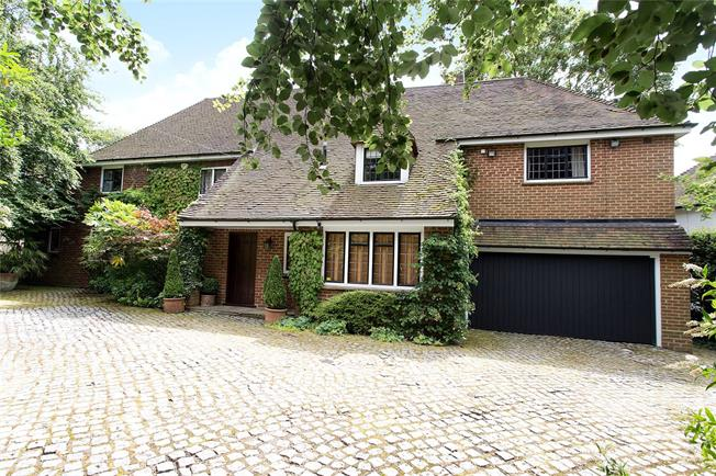 Asking Price £1,895,000, 4 Bedroom Detached House For Sale in Bushey Heath, WD23