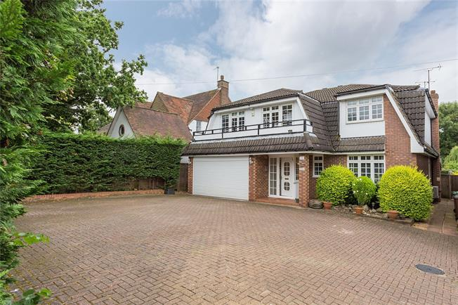 Asking Price £1,400,000, 5 Bedroom Detached House For Sale in Pinner, HA5