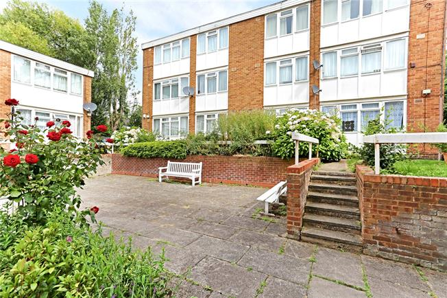 Asking Price £242,500, 1 Bedroom Flat For Sale in Stanmore, HA7
