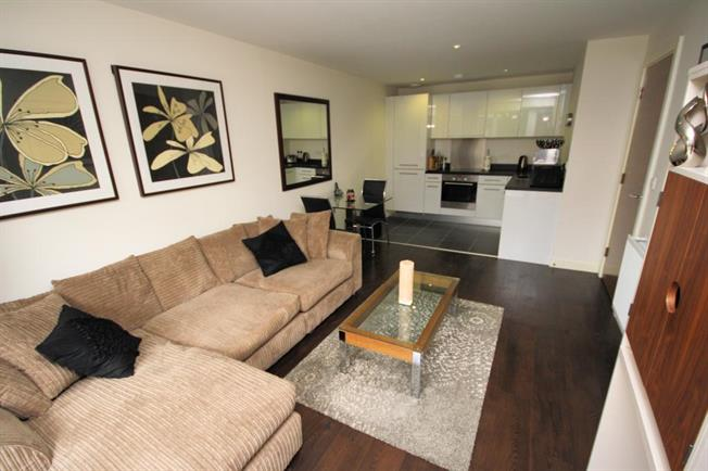 Asking Price £375,000, 1 Bedroom Flat For Sale in Stanmore, HA7