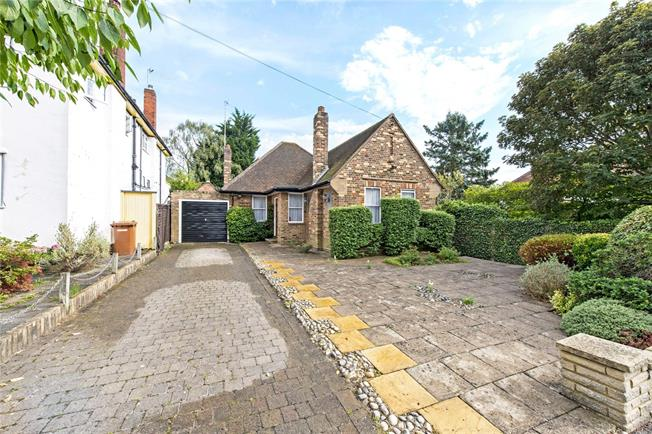 Guide Price £800,000, 2 Bedroom Bungalow For Sale in Stanmore, HA7