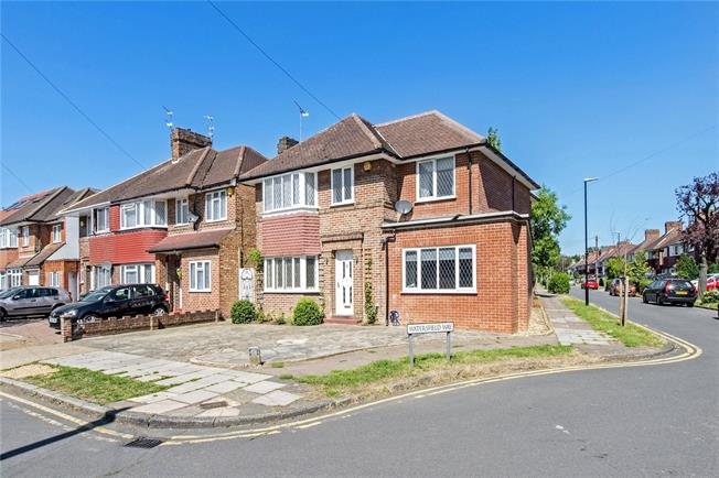 Asking Price £950,000, 5 Bedroom Detached House For Sale in Edgware, HA8