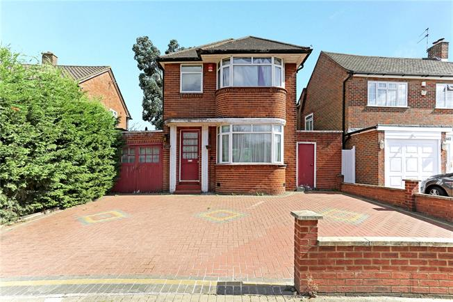 Asking Price £650,000, 3 Bedroom Detached House For Sale in Stanmore, HA7