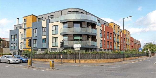 Asking Price £435,000, 2 Bedroom Flat For Sale in Harrow, HA1