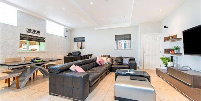 Asking Price £550,000, 2 Bedroom Flat For Sale in Bushey, WD23