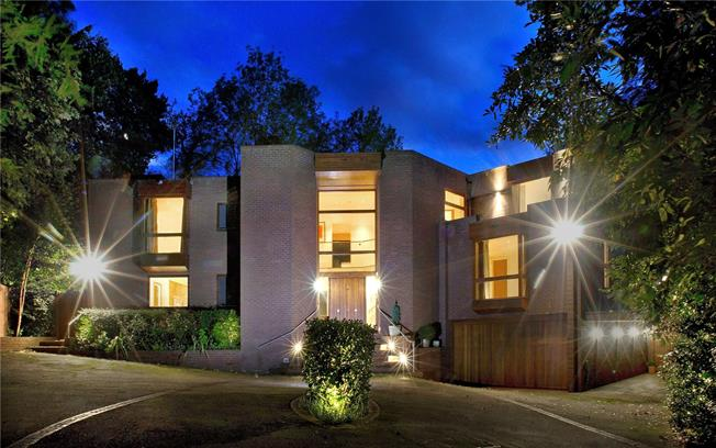 Fixed Price £4,950,000, 6 Bedroom Detached House For Sale in London, NW7