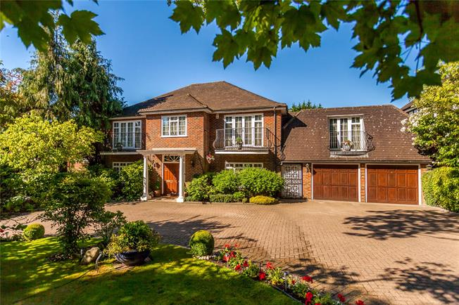 Asking Price £2,450,000, 5 Bedroom Detached House For Sale in Middlesex, HA7