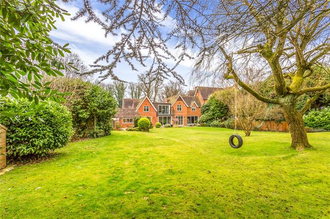 Asking Price £2,250,000, 7 Bedroom House For Sale in Stanmore, HA7