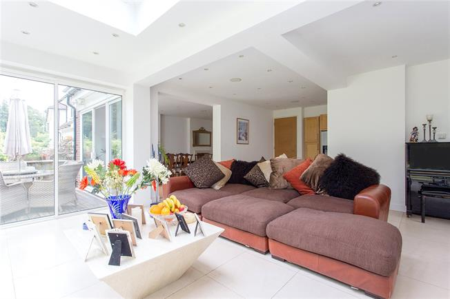 Asking Price £1,395,000, 6 Bedroom Detached House For Sale in Middlesex, HA8