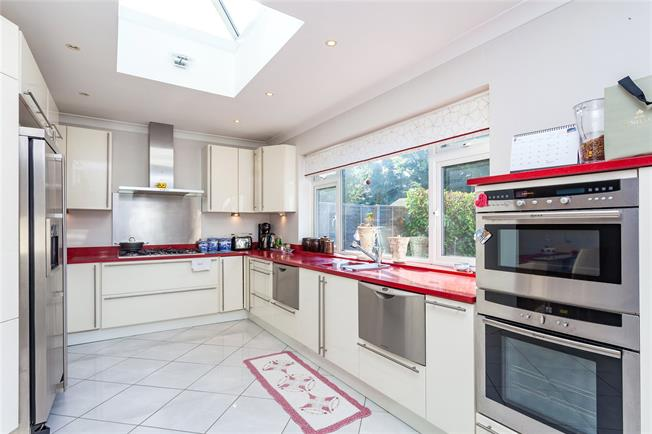 Asking Price £1,500,000, 5 Bedroom Detached House For Sale in Middlesex, HA5