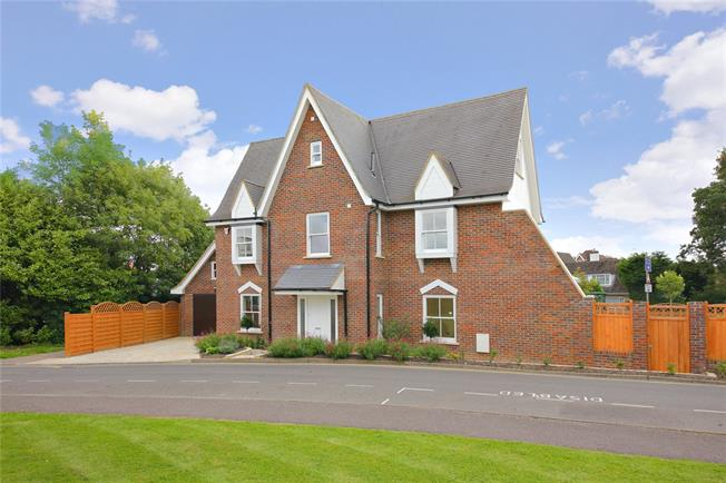 Asking Price £950,000, 5 Bedroom Detached House For Sale in Borehamwood, Hertfordshir, WD6