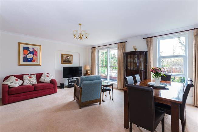 Guide Price £585,000, 3 Bedroom Flat For Sale in Edgware, HA8