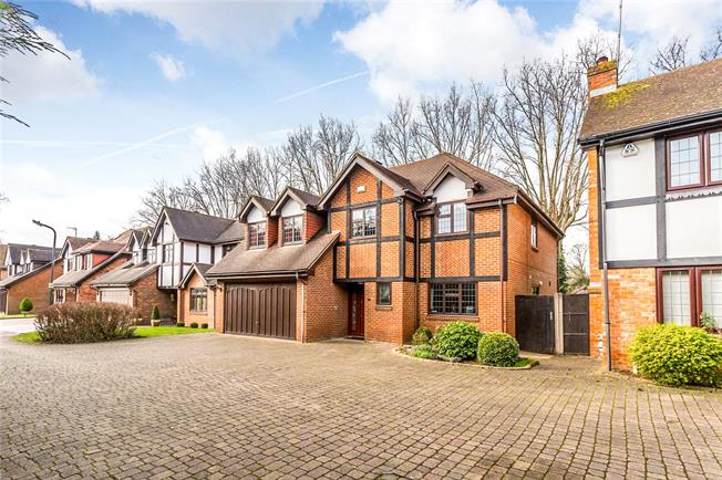 Guide Price £1,290,000, 5 Bedroom Detached House For Sale in Middlesex, HA7
