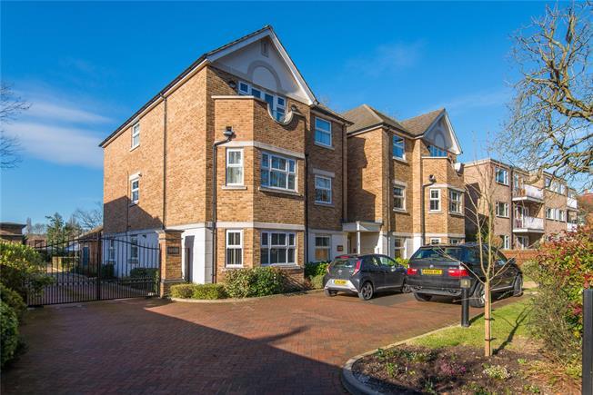 Asking Price £600,000, 2 Bedroom Flat For Sale in Pinner, HA5