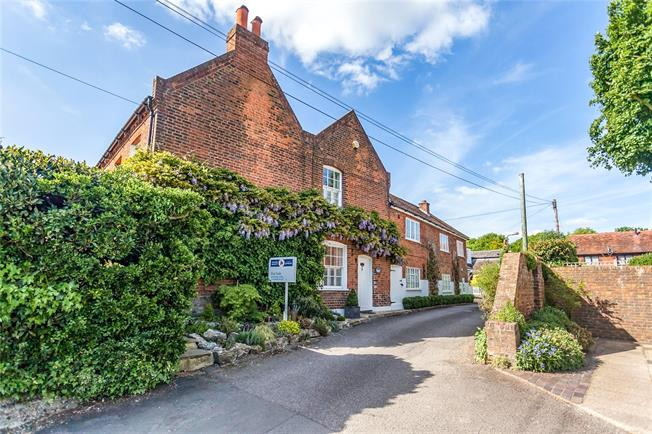 Asking Price £1,350,000, 5 Bedroom Detached House For Sale in Middlesex, HA7