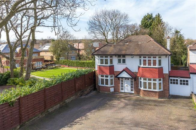 Asking Price £1,150,000, 5 Bedroom Detached House For Sale in Stanmore, HA7