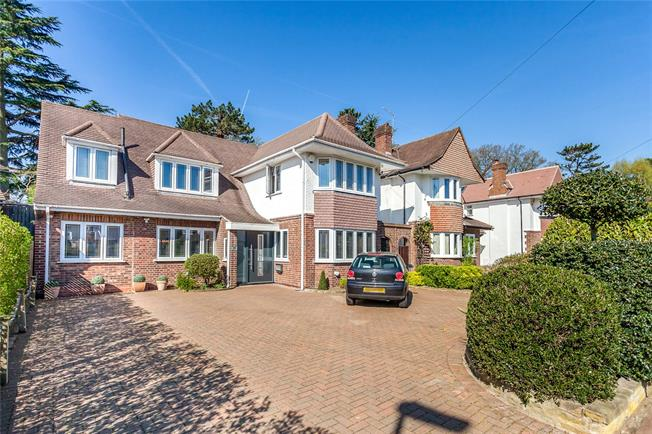 Asking Price £1,450,000, 4 Bedroom Detached House For Sale in Edgware, HA8