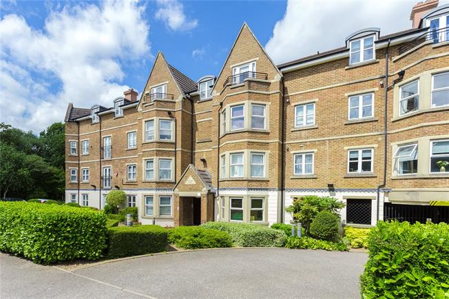 Asking Price £370,000, 1 Bedroom Flat For Sale in Edgware, HA8
