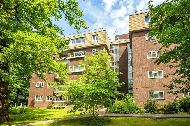 Asking Price £525,000, 3 Bedroom Flat For Sale in Edgware, HA8