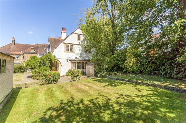 Asking Price £1,100,000, 4 Bedroom Detached House For Sale in Hertfordshire, WD23