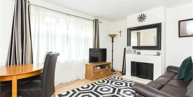 Asking Price £350,000, 2 Bedroom Flat For Sale in Edgware, HA8