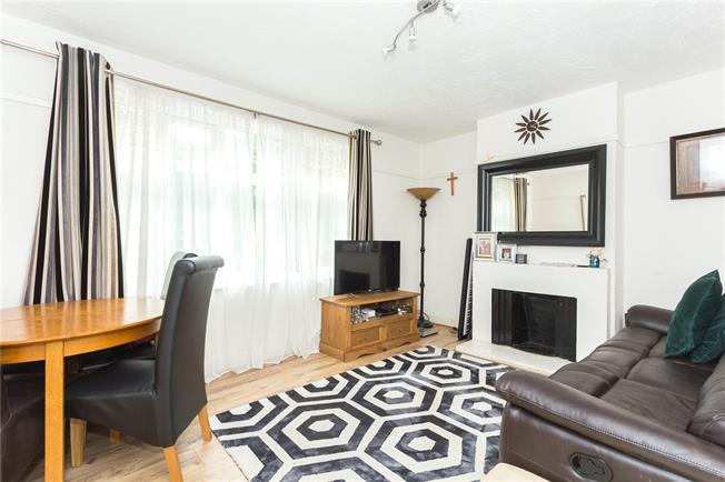 Asking Price £350,000, 2 Bedroom Flat For Sale in Edgware, HA8