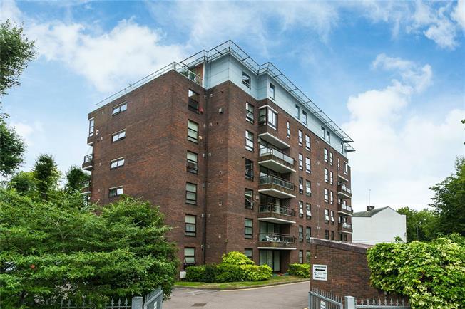Asking Price £585,000, 3 Bedroom Flat For Sale in Edgware, HA8