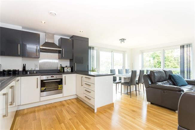 Asking Price £450,000, 2 Bedroom Flat For Sale in Edgware, HA8