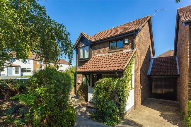 Asking Price £600,000, 3 Bedroom Detached House For Sale in Stanmore, HA7